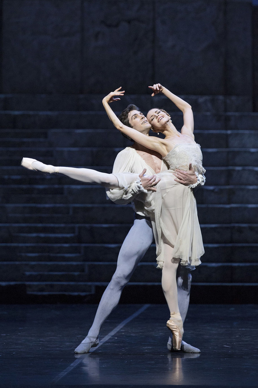 Roberto Bolle and Alina Somova, Romeo and Juliet, coreography Kenneth MacMillan, Teatro alla Scala